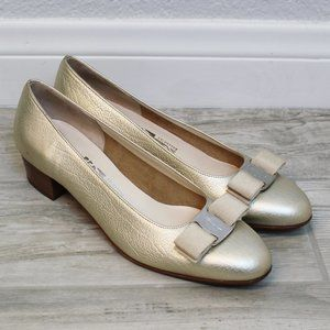 Salvatore Ferragamo Vara Gold Leather Bow Shoes 7B